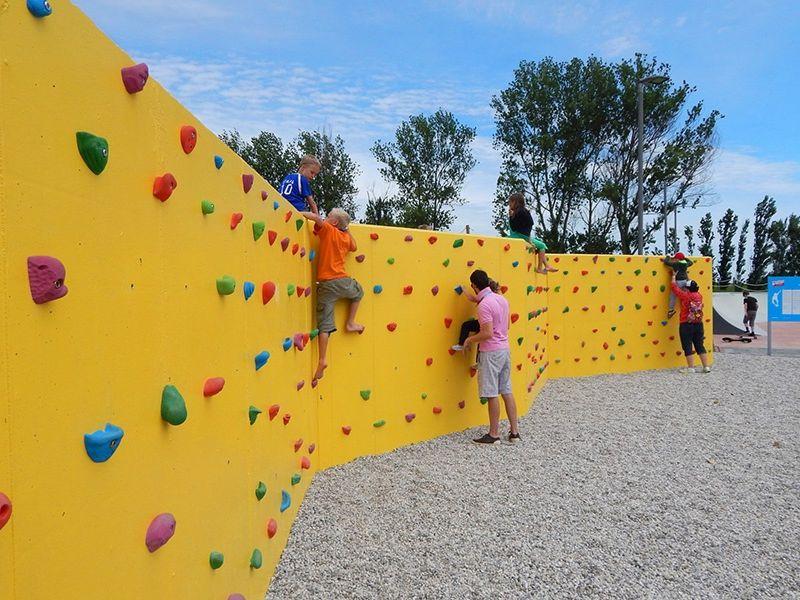 Mur d'escalade au camping Pra'delle Torri.